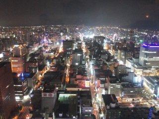 Kota Sapporo memiliki konsep grid sehingga rapih dan terlihat kotak-kotak.