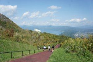 Pemandangan jalur trekking dari stasiun ropeway