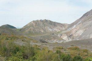 Ini pemandangan kawah Usuzan yang terbentuk dari letusan di tahun 1977.