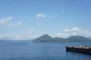 Deck tempat kapal-kalap berlabuh di Toyako