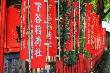 <p>Red flags with the name of the shrine</p>