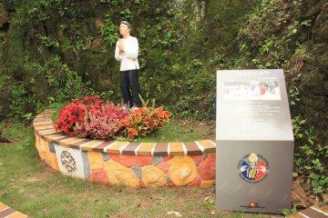 Памятник Св. Лоренсо Руису, первому святому филиппинцу.