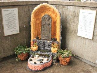 Маленький монумент Св. Томасу Кодзаки из Михары.