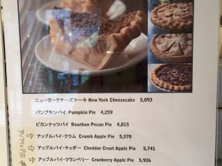Можно заказать традиционные американские пироги (дороговато)