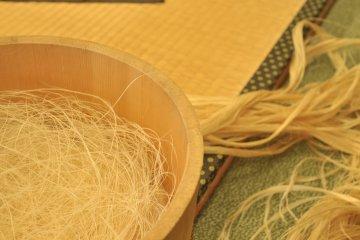 <p>From hemp threads to yarn</p>