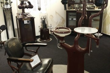 <p>An old dental chair and other equipment</p>