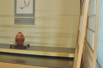 <p>A display room with Japanese furniture made with karakami</p>