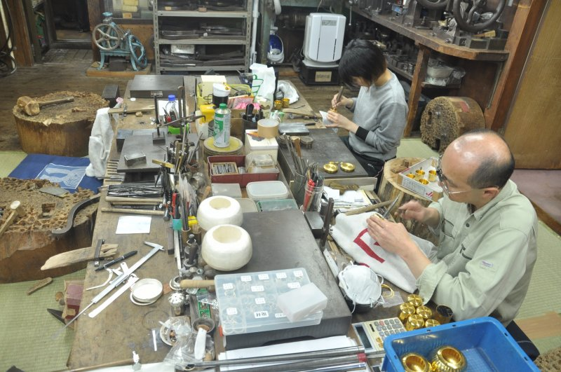 <p>The workshop is small but it has been working for decades</p>