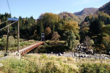 <p>A wooden suspension bridge across the Nakatsu River</p>