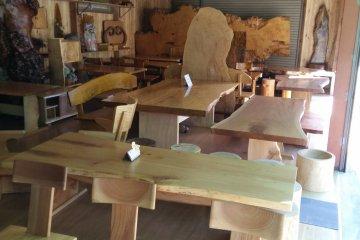 <p>Wooden souvenirs close to Jabuchi Waterfall</p>