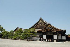 The Ninomaru Palace is the main attraction at Nijo-jo.  You can walk the same halls that shogun and daimyo have walked.