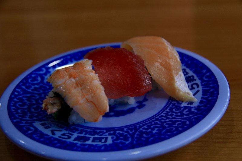 <p>A sushi trio</p>