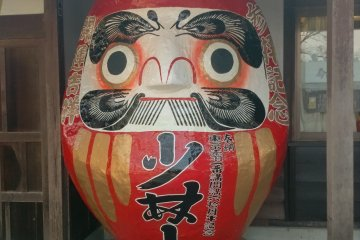Another Daruma doll that indicates he is from Shorinzan
