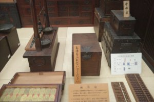 Boxes used for storing money and a weight used to measure how heavy the money is