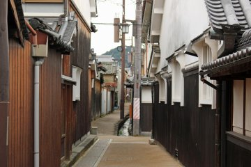 <p>Narrow streets and alleyways are everywhere</p>
