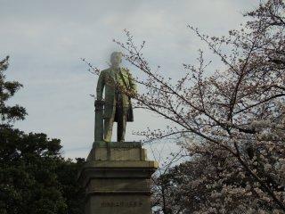 Statue dans le jardin