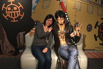 <p>Pose with Law while waiting for the show on 5th floor.</p>