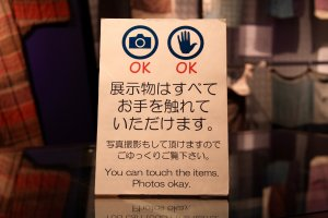 Via these signs you know it's ok to take pictures and even touch some items