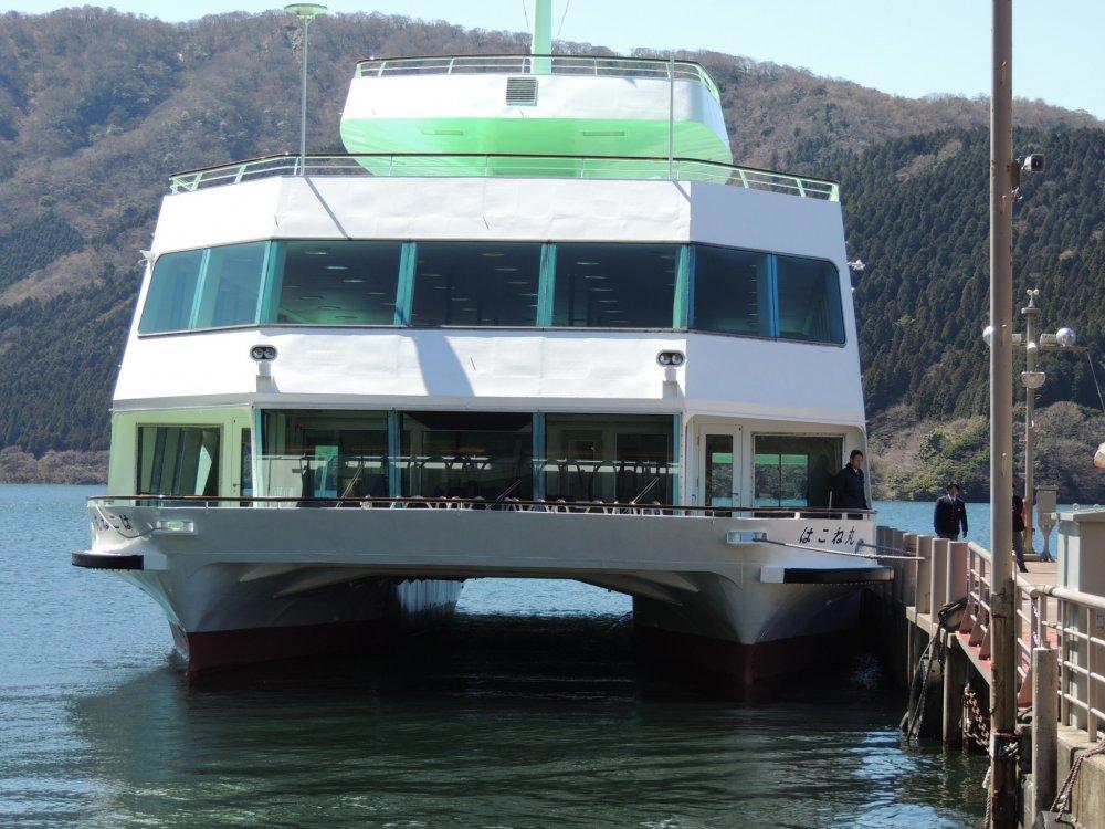Le bateau que nous avons pris pour traverser le lac Ashi
