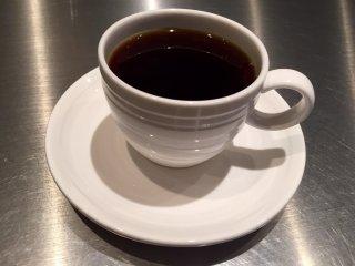 Этот кофе был с кислинкой, и совершенно не горчил - признак того, что была использована в основном арабика