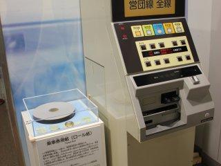Автомат по продаже входных билетов в музей, переделанный из автомата по продаже билетов в метро образца 1984 года