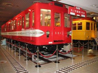 Образцы вагонов метро. В них можно зайти и посидеть