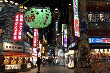 Promenade Nocturne à Shinsekai