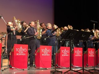 Финальные аккорды выступления Swing Bees Jazz Orchestra