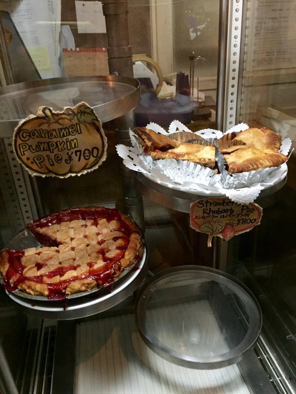 Витрина с пирогами. Это - только самые популярные