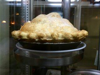 Яблочный пирог называют Mile-high, и действительно, до разогрева он очень высокий!