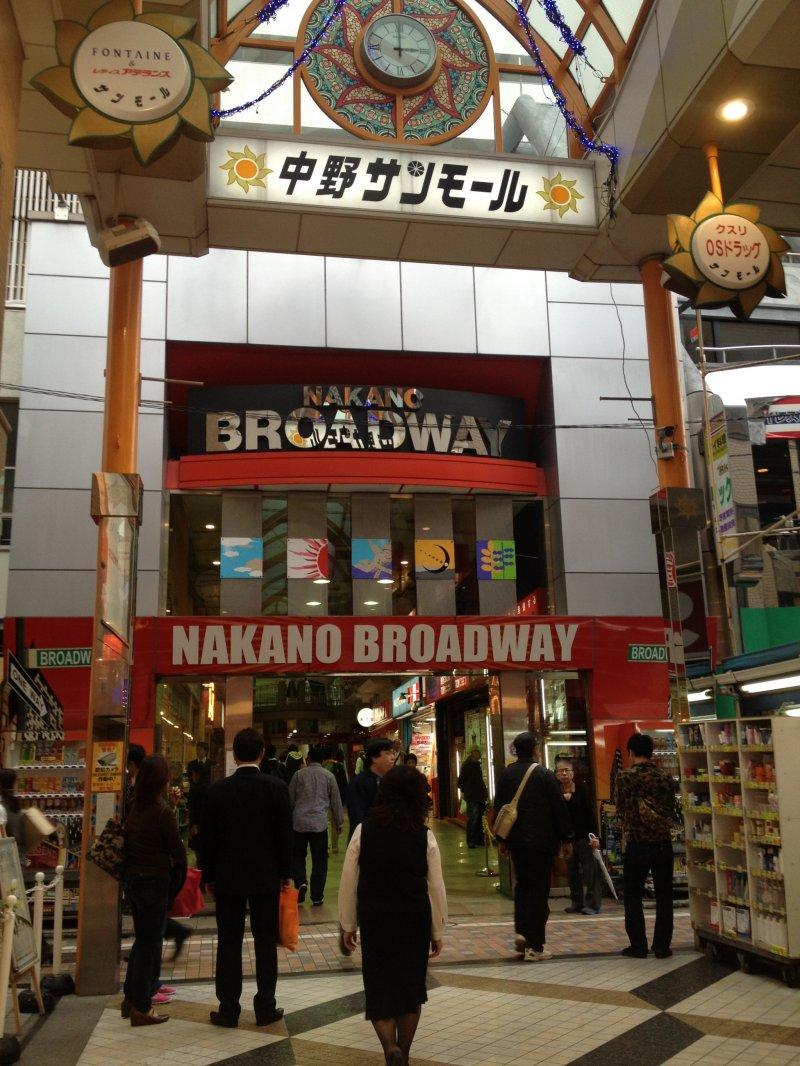 <p>Entrance to the manga building.</p>