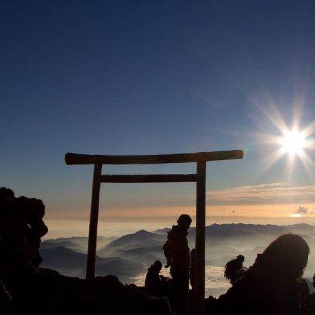 Lever de Soleil au Sommet du Mont Fuji