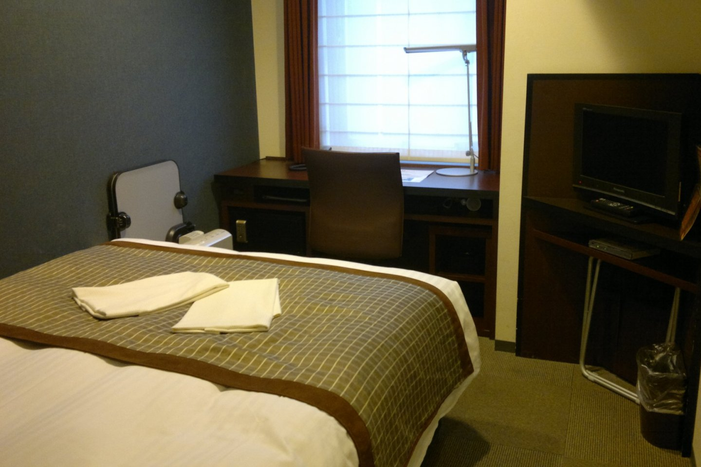 The inside of Superior Queen room.