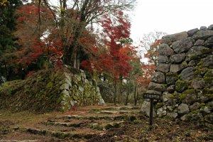 Противоположная сторона башенных ворот Дзюгокэнтамон