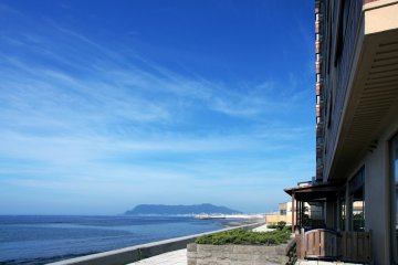 <p>Many of the ryokan promise ocean views from their outdoor baths</p>