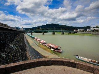 Le rivière Hiji qui borde la ville