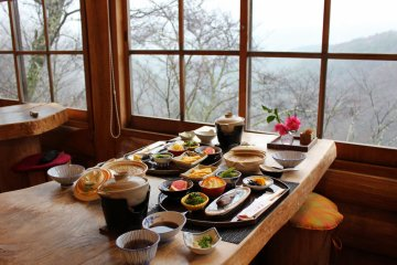 <p>The breakfast spread in the Hinata Bokko Log House Cafe<br /> &nbsp;</p>