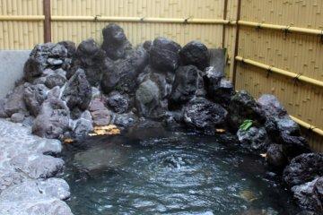 <p>The outdoor bath</p>