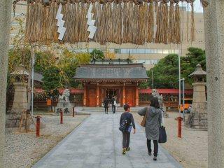 Вход в храм Кэго