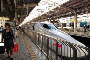 Tàu Shinkansen hoặc tàu cao tốc ở Kyoto
