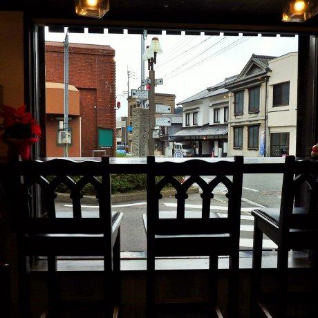 Arita Cafe và triển lãm 'Saredo'
