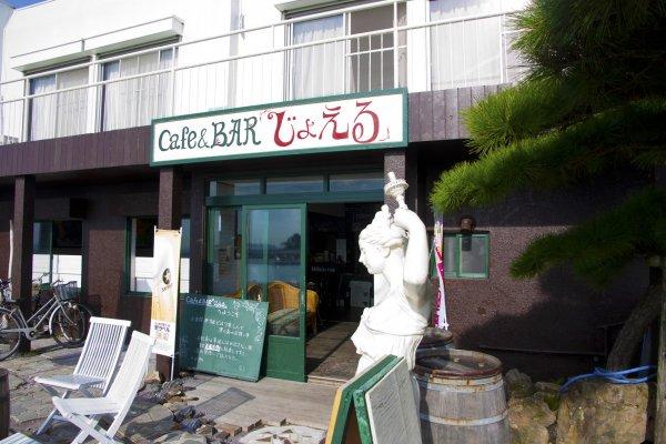 คาเฟ่จอยเอล (JOYELL) แหล่งชิลล์เท่ๆ บนเกาะศิลปะซากุชิมาที่นำเอาตึกเก่าริมท่าเรือมารีโนเวทใหม่ให้กลายเป็นคาเฟ่น่านั่ง