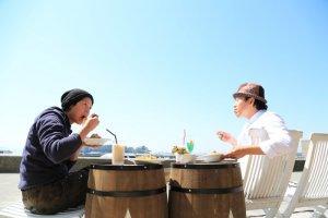 โยชินากะ จิน (Yoshinaga Jin) และ ชิเกะโตคุ คาซุฮิโกะ (Sigetoku Kazuhiko) สองหุ้นส่วนแห่งคาเฟ่จอยเอล (JOYELL)