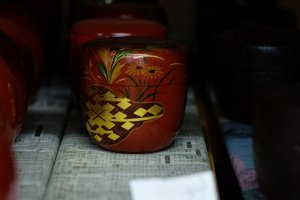 Beautifully lacquered tea leaf container