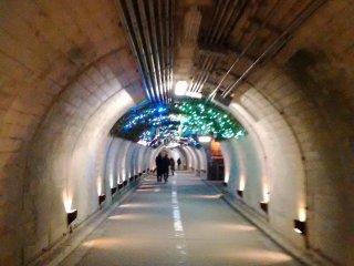 Đi xuyên qua đường hầm