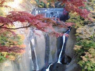Sắc thu ở thác Fukuroda