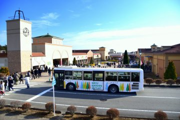 <p>A free shuttle bus is provided between JR Nasushiobara station and Nasu Garden Outlet<br /> &nbsp;</p>