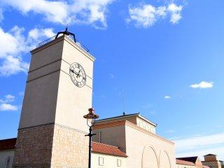 清々しい青空に映える那須ガーデンアウトレットの建物