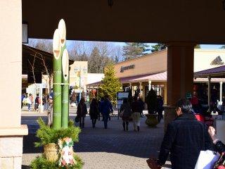 新年の角松が飾られた入口