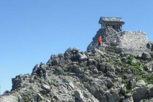 Looking up at Oyama Jinja after finishing the climb